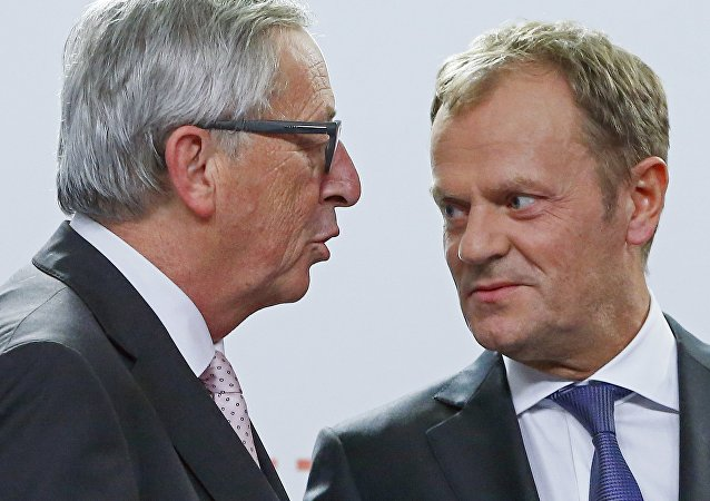 European Commission President Jean Claude Juncker (L) and European Council President Donald Tusk talk together after a news conference after the Valletta Summit on Migration, followed by an informal meeting of European Union heads of state and government in Valletta, Malta, November 12, 2015