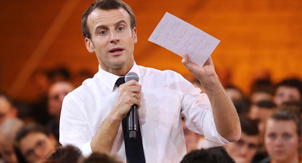 Emmanuel Macron lors du Grand débat national en Saône-et-Loire