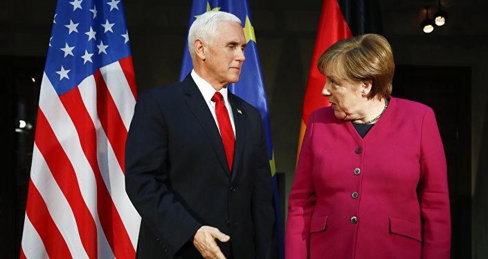 Mike Pence et Angela Merkel