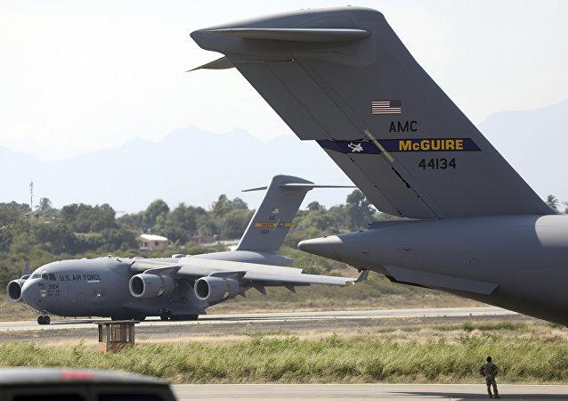 un avion US transportant une aide humanitaire destinée au Venezuela