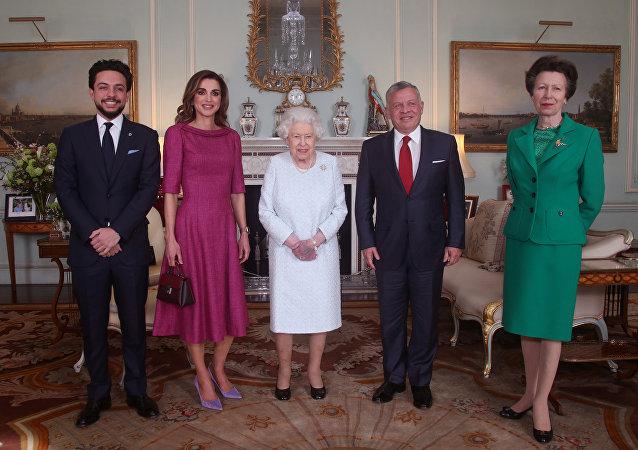Elisabeth II reçoit le roi de Jordanie Abdallah II