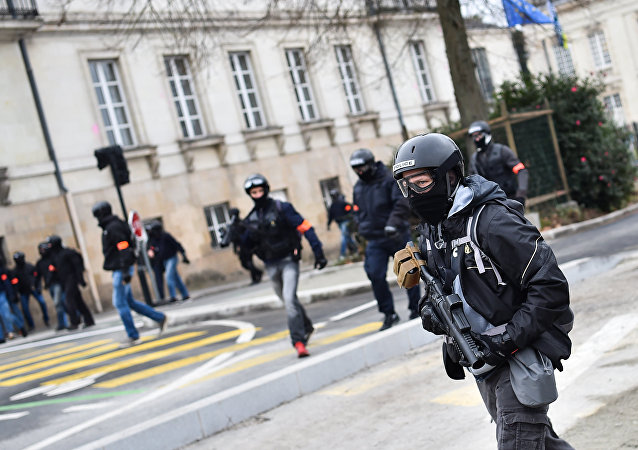 Un officier de la BAC lors de l'Acte 9 des Gilets jaunes à Nantes
