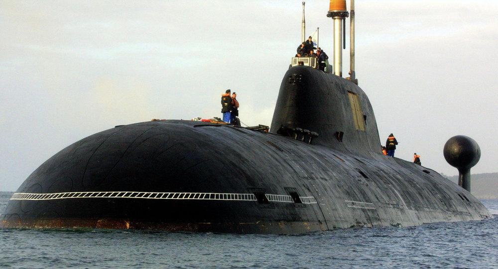 Un sous-marin nucléaire russe du projet 971 Shchuka-B, le 21 septembre 2004, le port de Brest, France