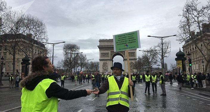 Gilets jaunes: un député LREM traite Jérôme Rodrigues de