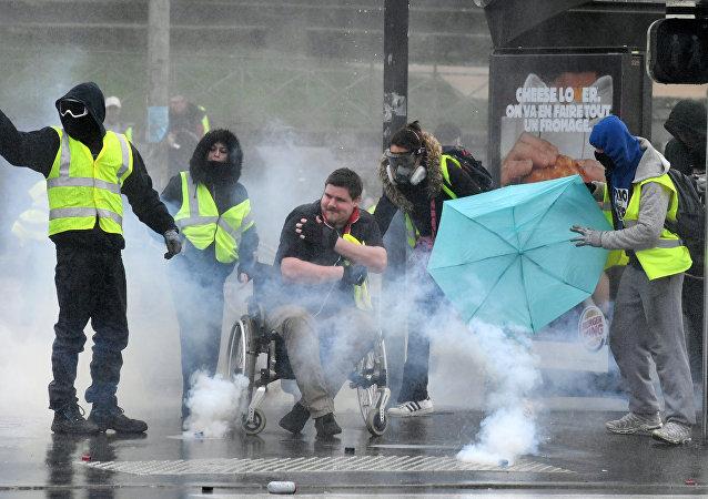 Quimper: un Gilet jaune handicapé visé par une lance à incendie et du lacrymogène