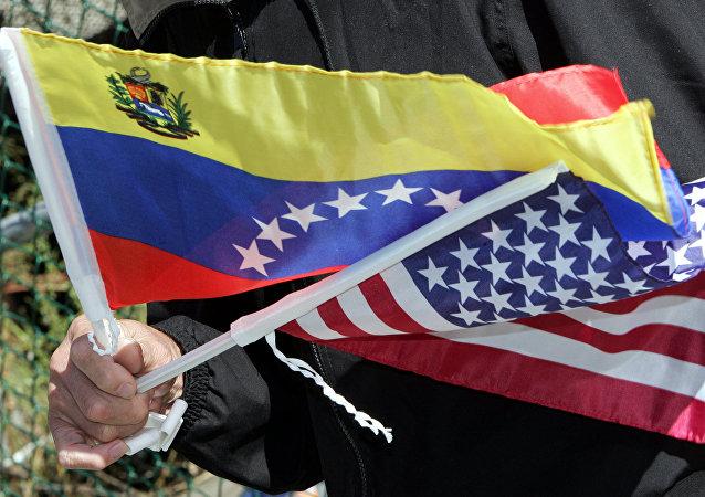 Drapeaux du Venezuela et des Etats-Unis