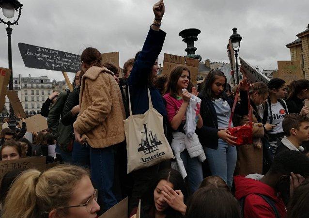 Des étudiants manifestent à Paris contre le dérèglement climatique, 15 mars 2019