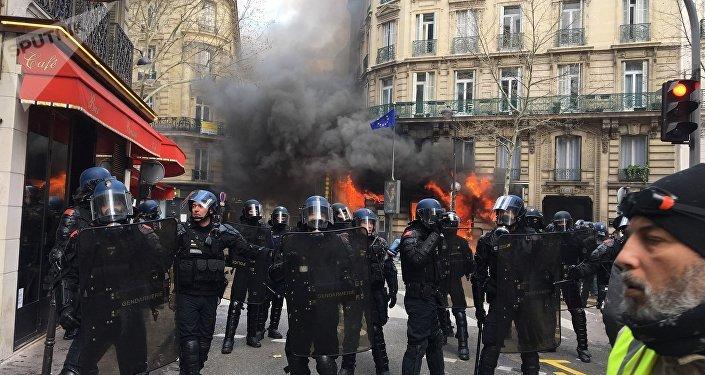 Brune Poirson défend le retour précipité de Macron — Gilets jaunes