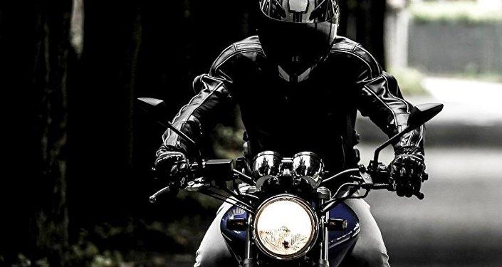 Un motard /  image d'illustration