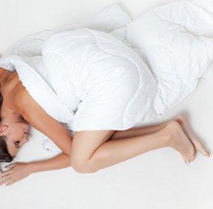 Une femme au lit