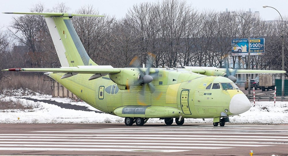 Un Il-112V passe un test de roulage à Voronej