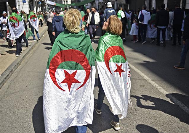 Manifestantes algériennes. Image d'illustration