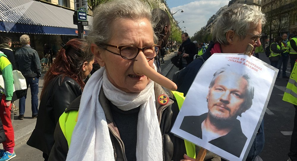 Gilets jaunes soutiennent Assange