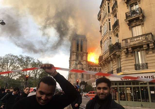 Kaniisadda Notre-Dame de Paris ee ololka