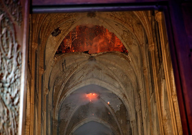 Intérieur de Notre-Dame après lincendie