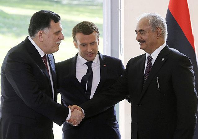 Fayez al-Sarraj, Emmanuel Macron et Khalifa Haftar