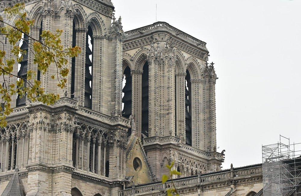 Tableaux à l'abri et parapluie déployé: comment Notre-Dame est-elle protégée ?