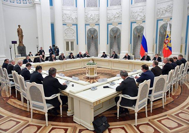 Vladimir Poutine reçoit des hommes d'affaires français, le 18 avril