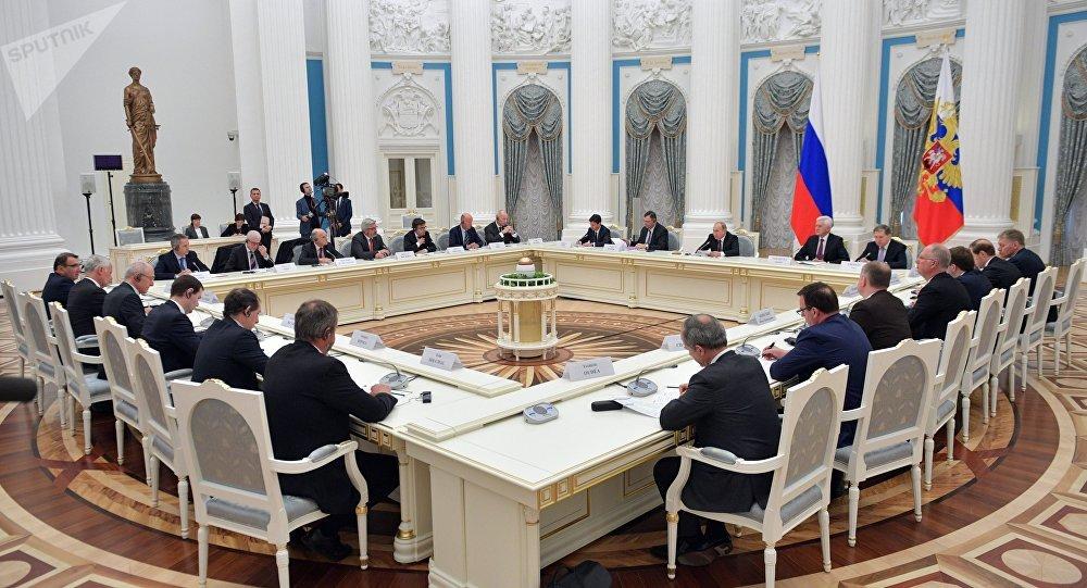 Poutine invite le business français au Forum économique international de Saint-Pétersbourg