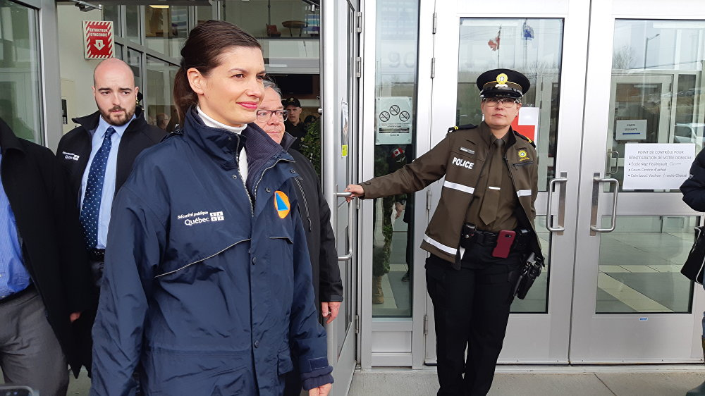 La Vice-Première ministre et ministre de la Sécurité publique du Québec, Geneviève Guilbault, peu avant la conférence de presse du 23 avril.