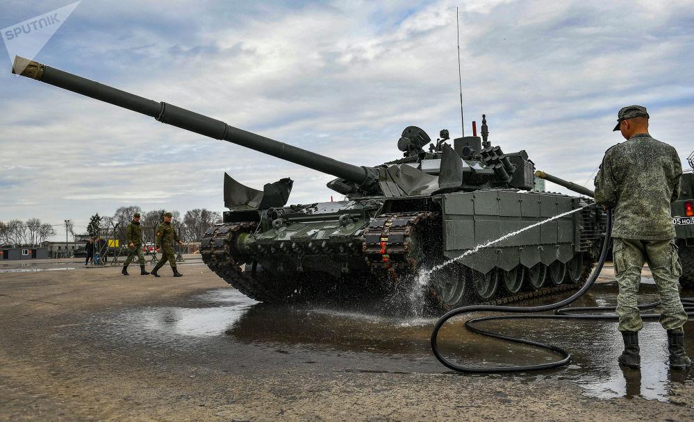 Préparation de l'équipement militaire pour le défilé de la Victoire à Moscou