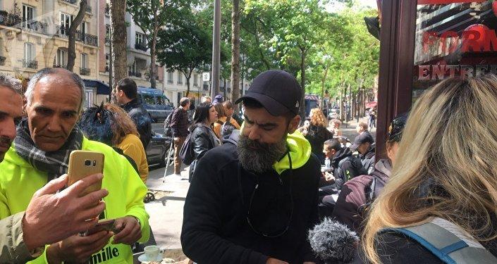 Jérôme Rodrigues aux abords de Radio France lors de l'acte 24