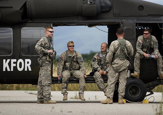 Soldats US, hélicoptère Black Hawk
