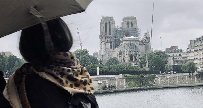 La vue de Notre Dame de Paris après l'incendie du 15 avril 2019