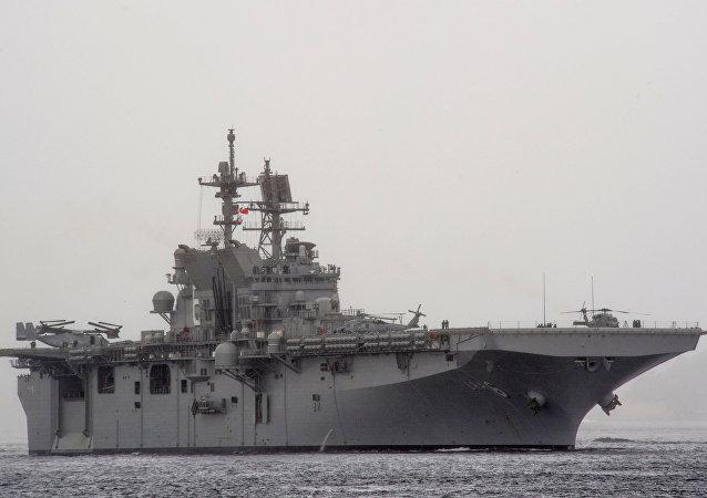 Navire d'assaut amphibie  America (LHA-6).