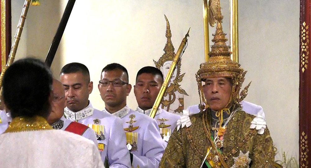 Le roi officiellement couronné — Thaïlande