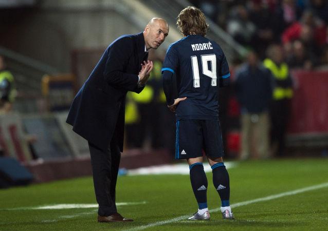 Zinédine Zidane et Luka Modric