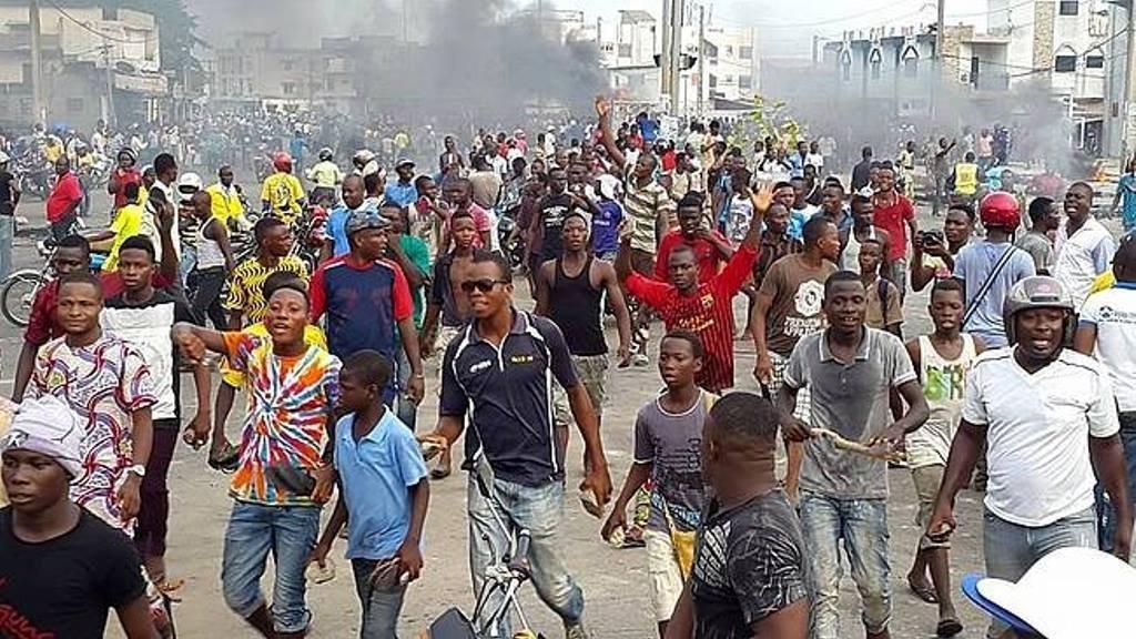 Des manifestants au centre-ville de Cotonou le 4 mai