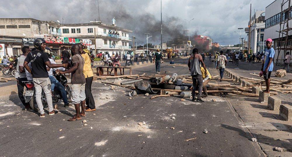Des manifestants au Bénin, le 1er mai