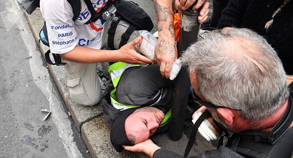Qui sont ces faux street medics qui ont prélevé le sang de Gilets jaunes blessés en pleine manifestation?