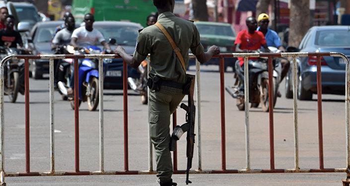 un policier, Burkina Faso