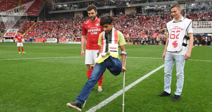 La soif de vivre: le jeune Irakien Kassim al-Kadim a assisté à un match de foot à Moscou
