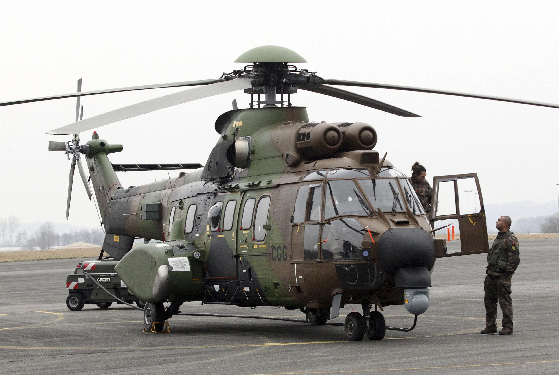 Un hélicoptère Cougar dasn le sud-ouest de la France