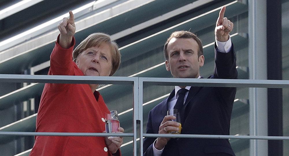 France-Allemagne: Merkel: