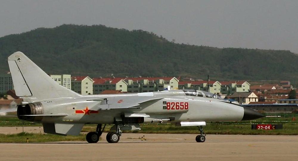 Un JH-7 de l'aéronautique navale de la marine de l'armée populaire de libération à terre.