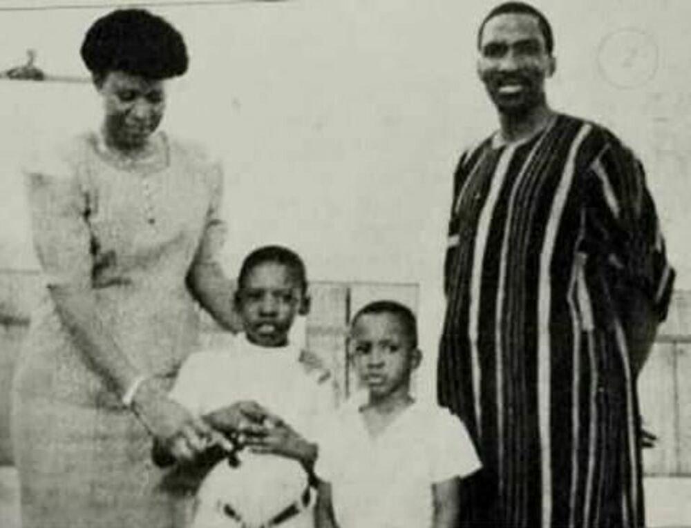 La famille du Président Thomas Sankara vêtu de Faso Dan Fani