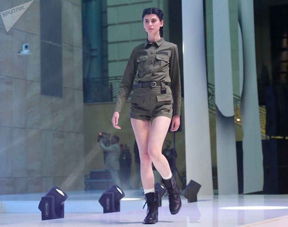Un rappeur russe présente une collection de vêtements pour l'armée russe
