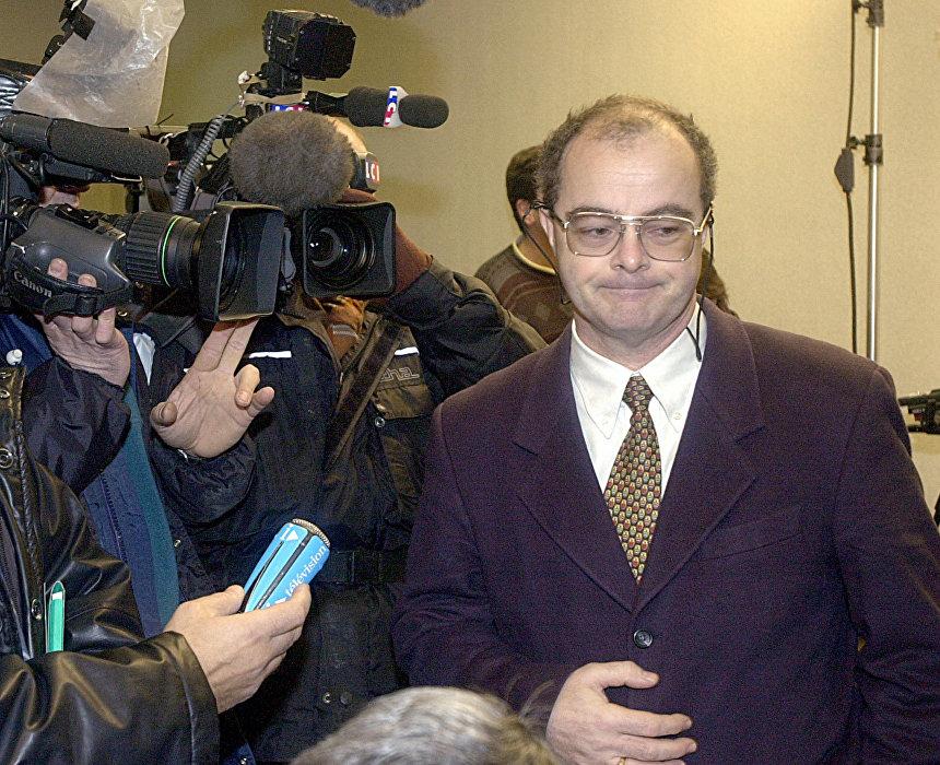 Pierre-Henri Bunel à son arrivée au tribunal militaire de Paris, décembre 2001