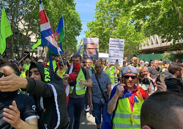 Les Gilets jaunes continuent à manifester à Paris après les élections européennes, le 1er juin 2019