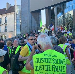 La marche des Gilets jaunes blessés commence à Paris devant l'Opéra Bastille