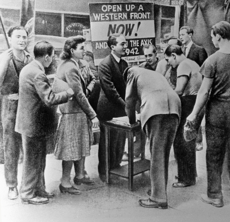 Des habitants de New York signent une pétition réclamant l'ouverture du second front