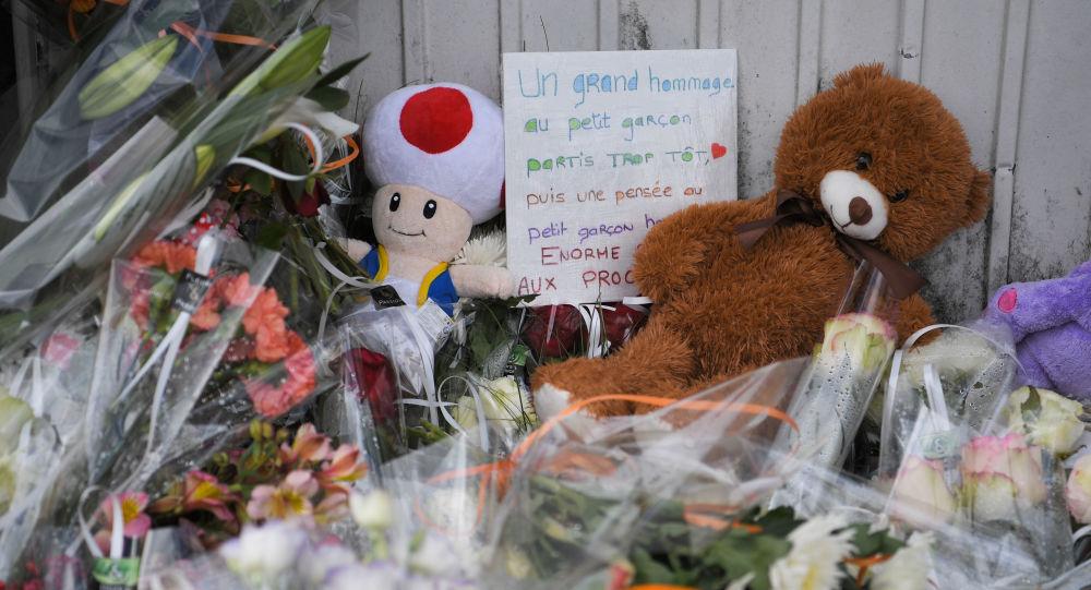 Des fleurs et des jouets sur les lieux de l'accident qui a coûté la vie à un enfant de 9 ans à Lorient