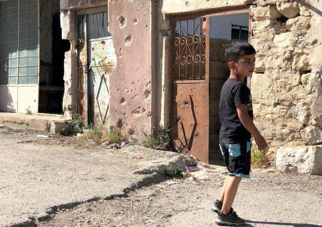 Un enfant à Beit Jinn