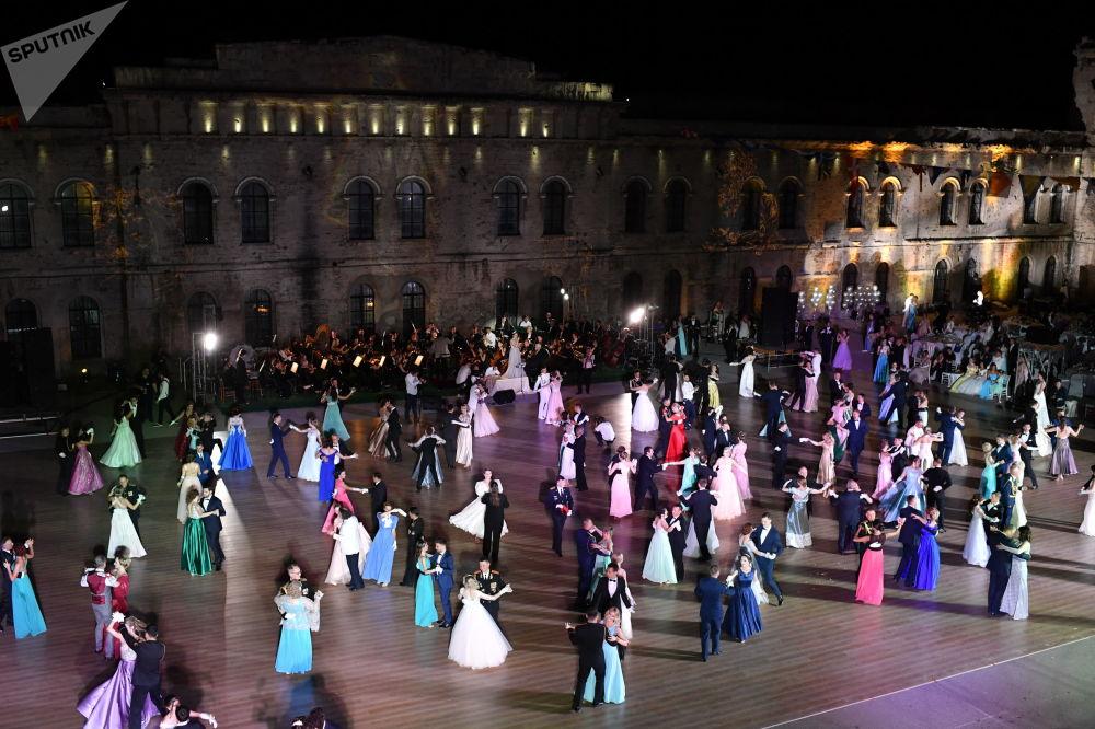 VIème grand bal des officiers à Sébastopol
