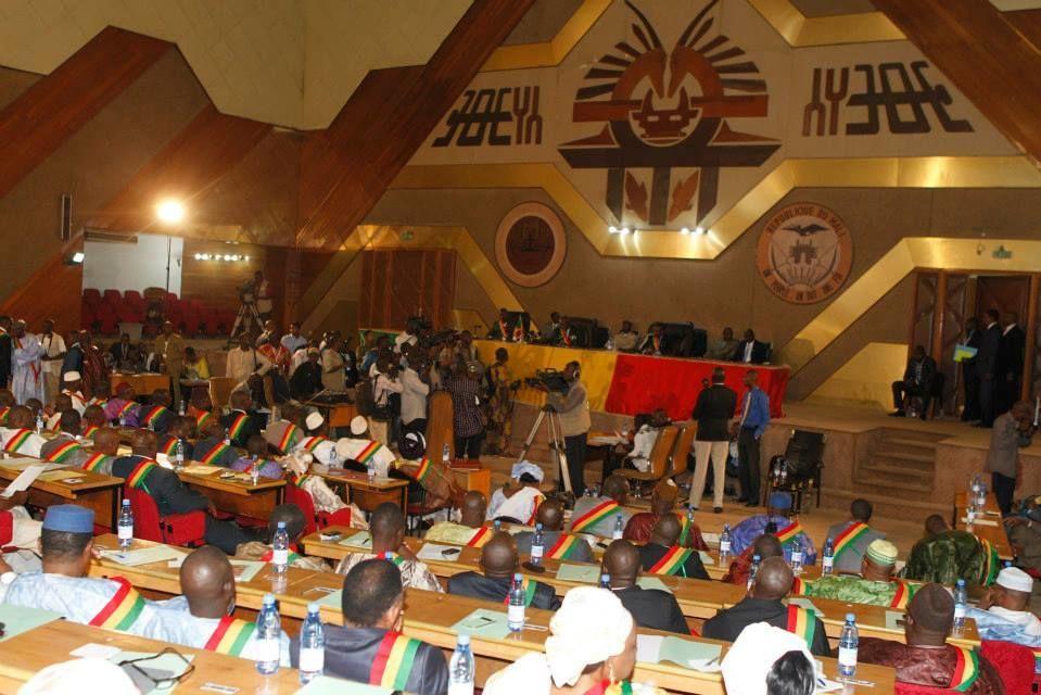 Des députés dans l'hémicycle de l'Assemblée nationale du Mali
