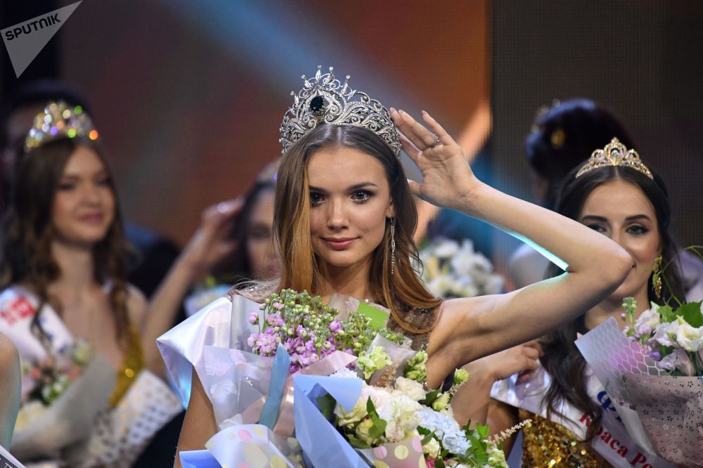 Les finalistes et la gagnante du concours Beauté russe 2019